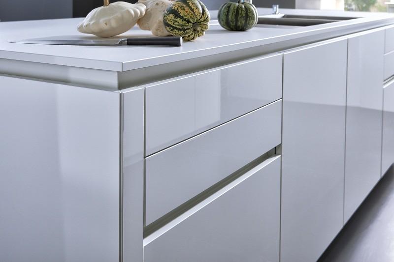 nouvelle cuisine sans poignee chiara bg c luna ag c. Black Bedroom Furniture Sets. Home Design Ideas